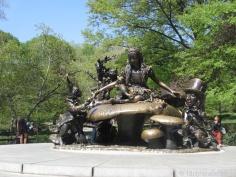 Statue of Alice in Wonderland