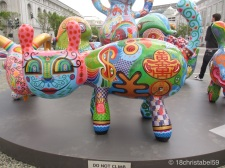 Kunst vorm Rathaus in San Francisco