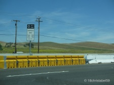Achtung Autofahrer, siehe Schild links!