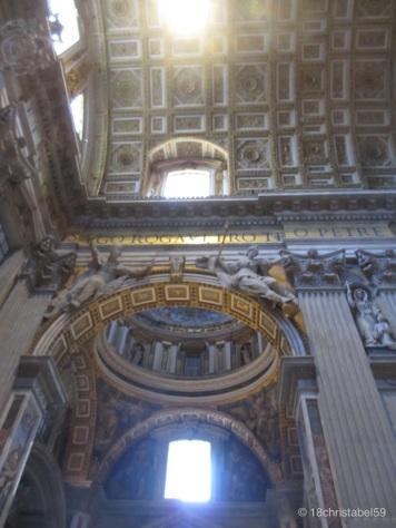 Eingang des St. Petersdoms