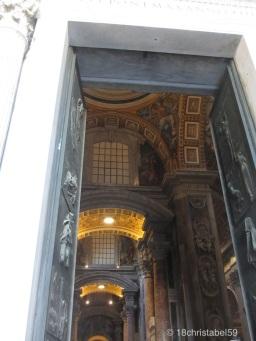Die Tore des St. Petersdoms
