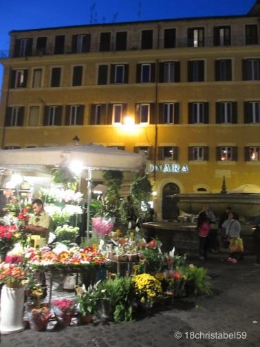 Blumenmarkt abends um 8