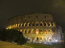 Colosseo in der Nacht