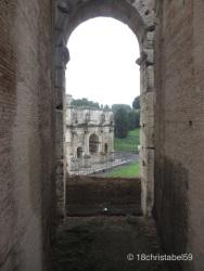 Triumphbogen vorm Colosseum